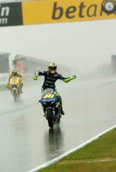 Valentino Rossi in the rain. Motogp Valentino Rossi, Valentino Rossi 46, Grand Prix, Moto Wallpapers, Biker Love, Motorcycle Wallpaper, Yamaha Motorcycles, Motosport, Moto Bike
