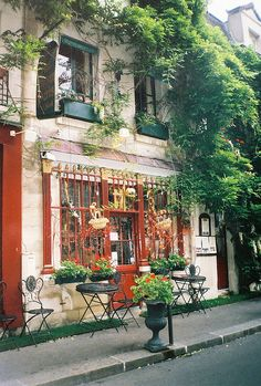 Red Café. Love the greenery!