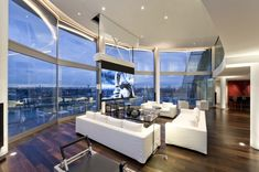 Take a look at this amazing unique London riverside penthouse designed by the famous architect, Richard Meier. Riverside Apartment, Penthouse Apartment, London Apartment, Appartement New York, Appartement Design, Rio Tamesis, London Living Room, Ville New York, Home Modern