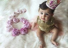 6 months Monthly Pictures, Monthly Baby Photos, Newborn Pictures, Baby Pictures, Baby Poses, Baby Necessities, Baby Milestones, Baby Outfits Newborn, Baby Month By Month