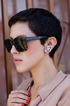 short pixie cut (love the sun glasses too)