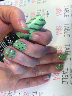 Green Nailart.