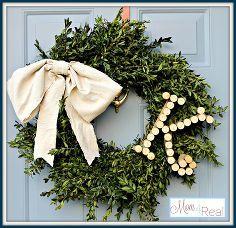 liège vin monogramme buis couronne, la réorientation upcycling, vacances saisonnière d cor, couronnes, monogramme Buis Wreath