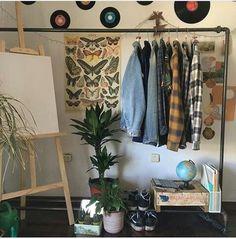 Cozy bedroom ideas Warm cozy bedroom Cozy winter bedroom CozyBedroomIdeas B Retro Room, Vintage Room, Bedroom Vintage, 1920s Bedroom, Room Ideas Bedroom, Bedroom Inspo, Diy Bedroom, Bedroom Inspiration, Bedroom Furniture