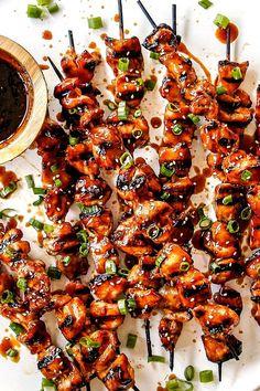 Teriyaki Chicken Skewers, Grilled Chicken Skewers, Marinated Chicken, Yakitori, Creamy Corn, Cooking On The Grill, Sweet Chili, Pesto Chicken, Homemade Sauce