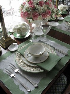 a perfect spring luncheon table or even a bridesmaid luncheon.