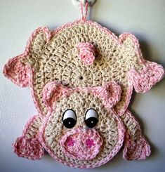 Crochet Pig - Can be used as a Potholder. Crochet Pig - Can be used as a Potholder. Crochet Hot Pads, Crochet Pig, Crochet Home, Love Crochet, Crochet Gifts, Crochet Animals, Crochet Flowers, Crochet Teddy, Potholder Patterns