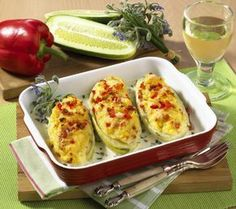 Unser beliebtes Rezept für Schmorgurke mit Kartoffelpüree und mehr als 55.000 weitere kostenlose Rezepte auf LECKER.de.