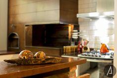 americaarquitetura | Detalhes da Churrasqueira com canto aberto, Forno de pizza e Fogão |Projeto: América Arquitetura | Foto: César Vieira