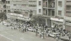"""1979 - Cine Comodoro Cinerama na Avenida São João. A fila que dobrava o quarteirão foi devida as sessões do filme """"Grease - Nos tempos da brilhantina"""" em um final de semana qualquer."""