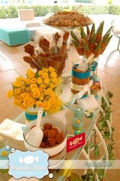 Candy Bar ® - www.candybar.com.mx Exclusiva de la firma Claudia Saldaña, en la que podrás integrar un sorprendente elemento decorativo con una exquisita variedad de dulces finos y/o botanas saladas para recibir a tus invitados.
