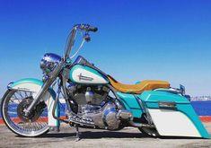 Nice and low Road King Harley Davidson Pictures, Harley Davidson Logo, Harley Davidson Chopper, Harley Davidson Sportster, Harley Bikes, Harley Bagger, Harley Softail, Road King Classic, Custom Harleys