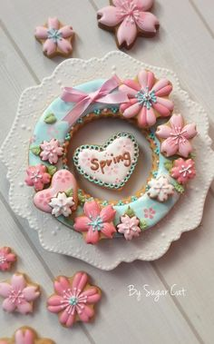 "Spring Blessings Cookies~""Hattie The Gluten Free Farm Girl""~~~Wreath of pink flowers, hearts, and a wish for Springtime. By Sugar Cat Cookies Cupcake, Mother's Day Cookies, Galletas Cookies, Fancy Cookies, Flower Cookies, Iced Cookies, Cute Cookies, Easter Cookies, Royal Icing Cookies"