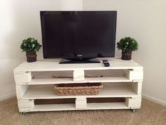 If you are looking for Diy Projects Pallet Tv Stand Plans Design Ideas, You come to the right place. Here are the Diy Projects Pallet Tv St. Pallet Furniture Tv Stand, Pallet Tv Stands, Tv Stand Made Out Of Pallets, Rack Pallet, Diy Pallet, Pallet Ideas For Bedroom, Living Room Furniture, Home Furniture, Furniture Buyers