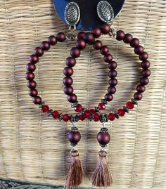 Maxi brinco argola com detalhes de tassel. 🔝💃 . ✔️Brinco 18,00 . #maxiargolas #maxibrincos #brincosdemiçangas #brincosdetassel #bijuterias… Rope Necklace, Beaded Necklace, Boho Chic, Tassels, Jewelery, 18th, Jewelry Making, Earrings, How To Make