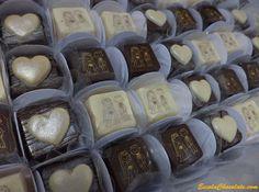 Descubra como fazer passo a passo deliciosas trufas com transfer. Essas trufas são perfeitas para casamento. Confira e se encante!