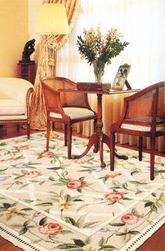 Tapete de Arraiolos Ponto Fino com Franja. Imagem meramente representativa do produto. Para mais informações, por favor, entre em contacto connosco. Carpet Design, Diy And Crafts, Africa, Rugs, Carpets, Craft Ideas, Patterns, Home Decor, Ideas