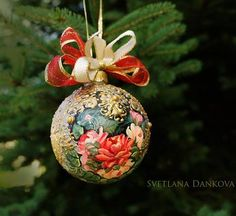 Christmas Ornament / Christmas glass / Christmas bauble / Hand Painted / Victorian roses  This is a HAND PAINTED clear glass ball . It is 3 1/4 inch.