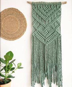 Macrame carpet step by step in SPANISH ★★★★ ☆ 635 opinions .Macrame carpet step by step in SPANISH ★★★★ ☆ 635 Opinions - Patterns and works on for macrame Opinions Pattern DIY macrame lanterns Driftwood Macrame, Macrame Art, Macrame Projects, Crochet Projects, Macrame Wall Hanging Patterns, Macrame Patterns, Macrame Wall Hangings, Modern Macrame, Macrame Design