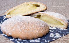 Le Genovesi sono dei dolci tipici della pasticceria siciliana Ericina, realizzati con una frolla speciale e farciti con crema pasticcera, ricotta o Nutella.