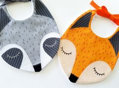 Fox Raccoon Baby Bibs PDF E Sewing Pattern от preciouspatterns Baby Sewing Projects, Sewing For Kids, Baby Bibs Patterns, Sewing Patterns, Sewing Designs, Handgemachtes Baby, Fox Baby, Easy Baby Blanket, Sewing Stitches