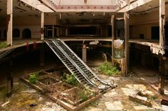 Photojournalist SEPH LAWLESS: Official collection of the most abandoned places in America. Abandoned houses, Abandoned malls, and Abandoned Amusement Parks. Abandoned Buildings, Abandoned Malls, Abandoned Castles, Abandoned Mansions, Abandoned Places, Haunted Places, Abandoned Water Parks, Abandoned Theme Parks, Abandoned Amusement Parks