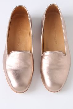 Shiny, pink shoes!