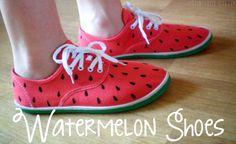 Après le succès des Rainbow Shoes (d'ailleurs si certaines d'entre vous en ont fait je veux voir le résultat! ), on va customiser de nouvelles petites tennis blanches en les transformant en Chaussures Pastèque ! Bon j'avais ce DIY qui me trottait dans...