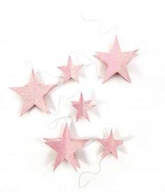 FØR 89,- Glitterstjerner på snor, lyserosa