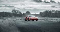Best Sports Cars : Illustration Description The ORIGINAL Supercar rivalry: Ferrari – Driving passion & Heritage Porsche 959 – Efficient & Technical progression.