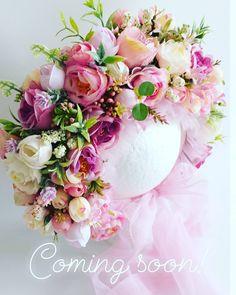Este posibil ca imaginea să conţină: floare şi plantă Photo Props, Floral Wreath, Wreaths, Flowers, Instagram, Decor, Floral Crown, Decoration, Door Wreaths