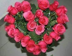 Valentine Flower Arrangements, Creative Flower Arrangements, Church Flower Arrangements, Valentines Flowers, Beautiful Flower Arrangements, Art Floral, Deco Floral, Floral Design, Rosen Arrangements