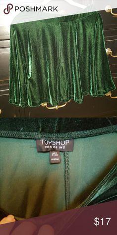 Top shop green velvet skater circle skirt Top shop green velvet skater circle skirt Size 8 Elastic waist Topshop Skirts Circle & Skater
