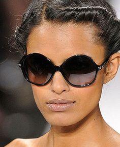 eye-glasses-round-frame-sunglasses-prevail-during-the-european-summer