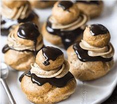 Unereligieuse est unepâtisserie composée de deux choux garnis de crème pâtissière posés l'un sur l'autre, le chou supérieur … Crunch, Eclairs, Profiteroles, Flan, Culture, Muffin, Cookies, Breakfast, Sweet