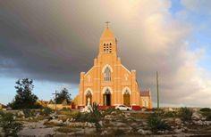 Auf, in die Karibik: Curacao - Roadtrippin' Kirchen, Strand, Notre Dame, Building, Travel, Caribbean, Island, Viajes, Buildings