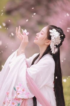 Hanfu, Chinese Traditional Costume, Traditional Dresses, Art Beauté, China Girl, Chinese Clothing, Chinese Culture, Ulzzang Girl, Asian Beauty