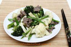 Stir fried Broccoli with Beef and String Bean Recipe (Bò Xào Đậu và Bông Cải) from http://www.vietnamesefood.com.vn/vietnamese-recipes/easy-vietnamese-recipes/stir-fried-broccoli-with-beef-and-string-bean-recipe-bo-xao-dau-va-bong-cai.html