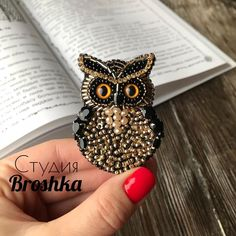 426 отметок «Нравится», 14 комментариев — Студия Broshka® (@studiobroshka) в Instagram: «Групповое фото одного заказа❤️ Хочу оставить их здесь именно вместе☺️ МОЯ АВТОРСКАЯ РАБОТА👌 📩 Для…» Bead Embroidery Patterns, Bead Embroidery Jewelry, Beaded Embroidery, Beading Patterns, Handmade Beaded Jewelry, Beaded Jewelry Patterns, Brooches Handmade, Fabric Beads, Fabric Jewelry