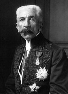 Hubert_Lyautey_académicien_1920.jpg (456×624)