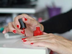 Make Your Manicure Last With These 6 Long-Lasting Nail Polishes