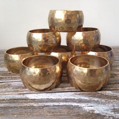 8 Vintage Hammered Brass Napkin Rings by DianesStuffForYou on Etsy, $27.00