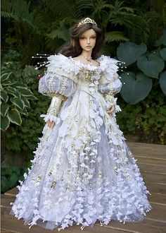 Dolls houses, many methods from conventional wood-based residences to effectively Barbie Dreamhouses. Barbie Dress, Barbie Clothes, Doll Dresses, Girl Doll Clothes, Barbie Doll, Barbie Bridal, Enchanted Doll, Enchanted Princess, Fantasy Princess