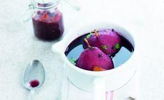 Poires pochées au vin rouge par Guy Savoy