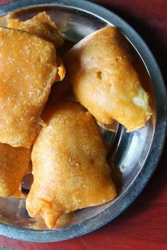 My favorite tea time fried snack. Fried Fish Recipes, Spicy Recipes, Vegetarian Recipes, Cooking Recipes, Indian Snacks, Indian Food Recipes, Plantain Fritters, Raw Banana, Chai Recipe