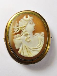 LOVELY ANTIQUE VICTORIAN ITALIAN NATURAL SHELL CAMEO BROOCH DEMETER GRAND TOUR