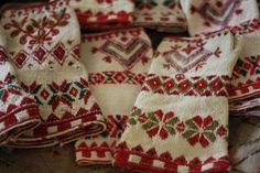inspiration for my own pattern. This is knitted in tvåändsstickning from dala floda by Karin Kahnlund. Might embroid the pattern