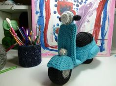 vespa ganchillo patron - free crochet Vespa pattern (with video) in English, Dutch and Spanish at Saekita Ganchillo Easy Crochet Socks, Crochet Car, All Free Crochet, Amigurumi Toys, Crochet Patterns Amigurumi, Crochet Dolls, Motos Vespa, Vespa Motorcycle, Crochet Projects