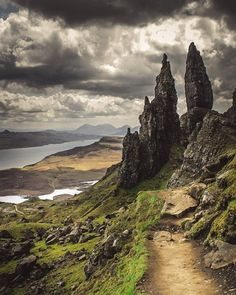 Old Man of Storr, Isle of Skye, Scotland Places To Travel, Places To See, Belle Image Nature, Landscape Photography, Nature Photography, Scotland Travel, Ireland Travel, Cork Ireland, Highlands Scotland
