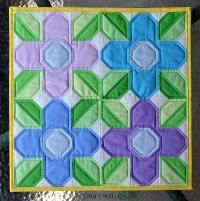 Pretty Posy mini quilt - via @Craftsy